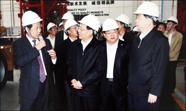 Mr. Wang Gang (2nd L), member of the Political Bureau of CPC Central Committee and Vice Chairman of CPPCC National Committee visited Jereh in May 2010.