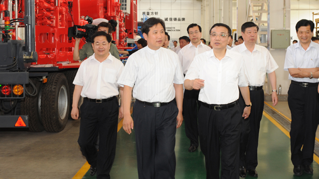 Mr. Li Keqiang (1st R), member of Standing Committee of the Political Bureau of CPC Central Committee and Vice-premier of the State Council visited Jereh in July 2010.