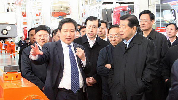Mr. Jia Qinglin (1st R), member of Standing Committee of the Political Bureau of CPC Central Committee and chairman of CPPCC National Committee visited Jereh on March 25, 2012.