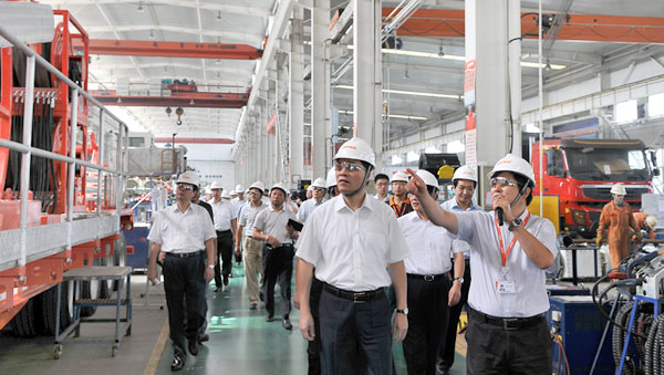 Mr. Xia Geng (2nd R), Vice Governor of Shandong Province visited Jereh in August 2012.