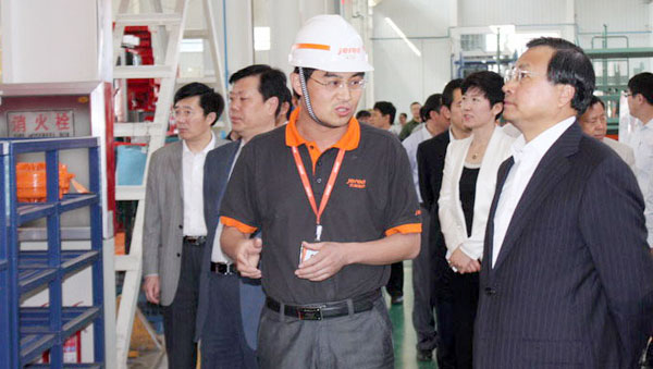 Mr. Cai Limin (1st R), Vice Governor of Shandong Province visited Jereh in May 2012.