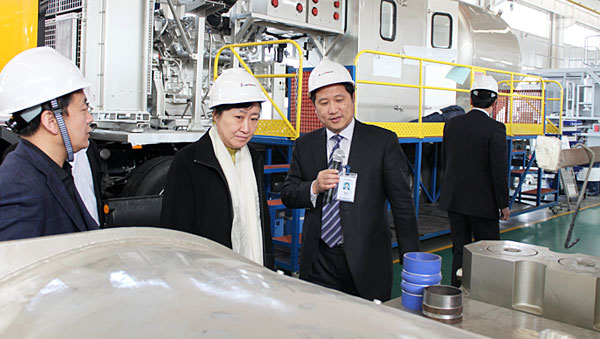 Mr. Zhai Luning, Director of Science & Technology Department of Shandong Province visited Jereh in March 2011.